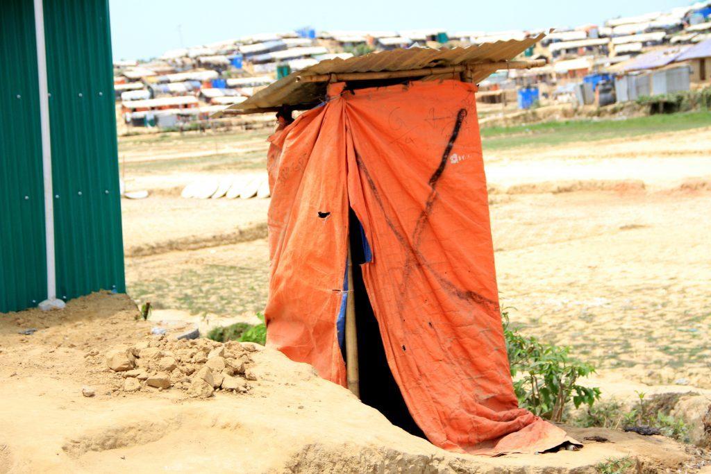 Des latrines d'urgence qui ne fonctionnent plus.