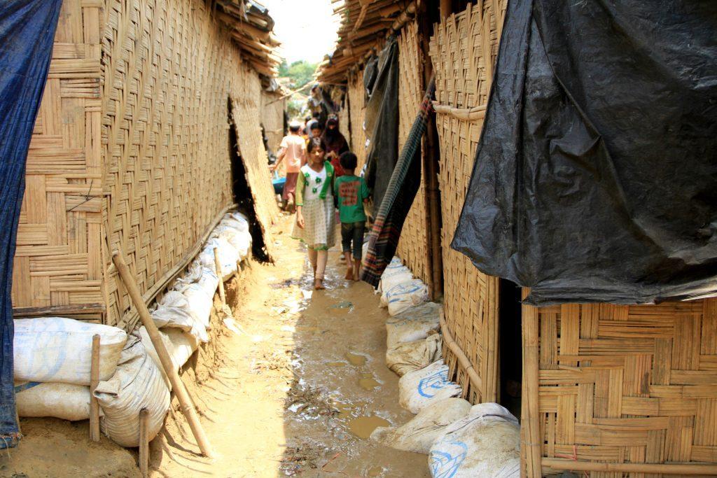 Même avec de faibles précipitations, l'eau s'accumule et l'eau pénètre dans les huttes.